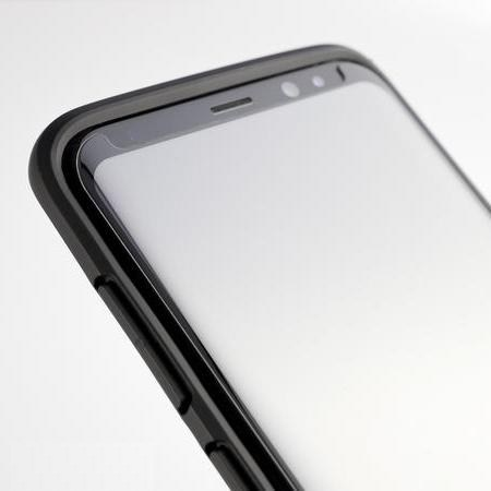 Защитное стекло RhinoShield Tempered Glass закрывает экран для Galaxy S8